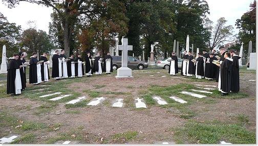 8/11: Cầu cho Anh Chị Em trong Dòng đã qua đời: lòng thương xót tiếp tục được trao ban.