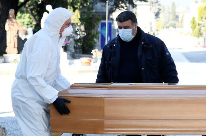 Tại Ý, ít nhất có 10 linh mục đã chết vì virus corona, và 1 đức giám mục đã hồi phục.