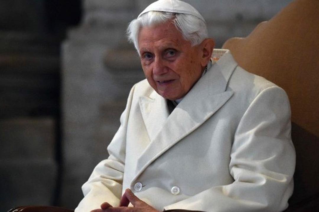 """ĐGH Danh Dự Benedicto XVI: """"KHÔNG CÓ HAI GIÁO HOÀNG"""""""