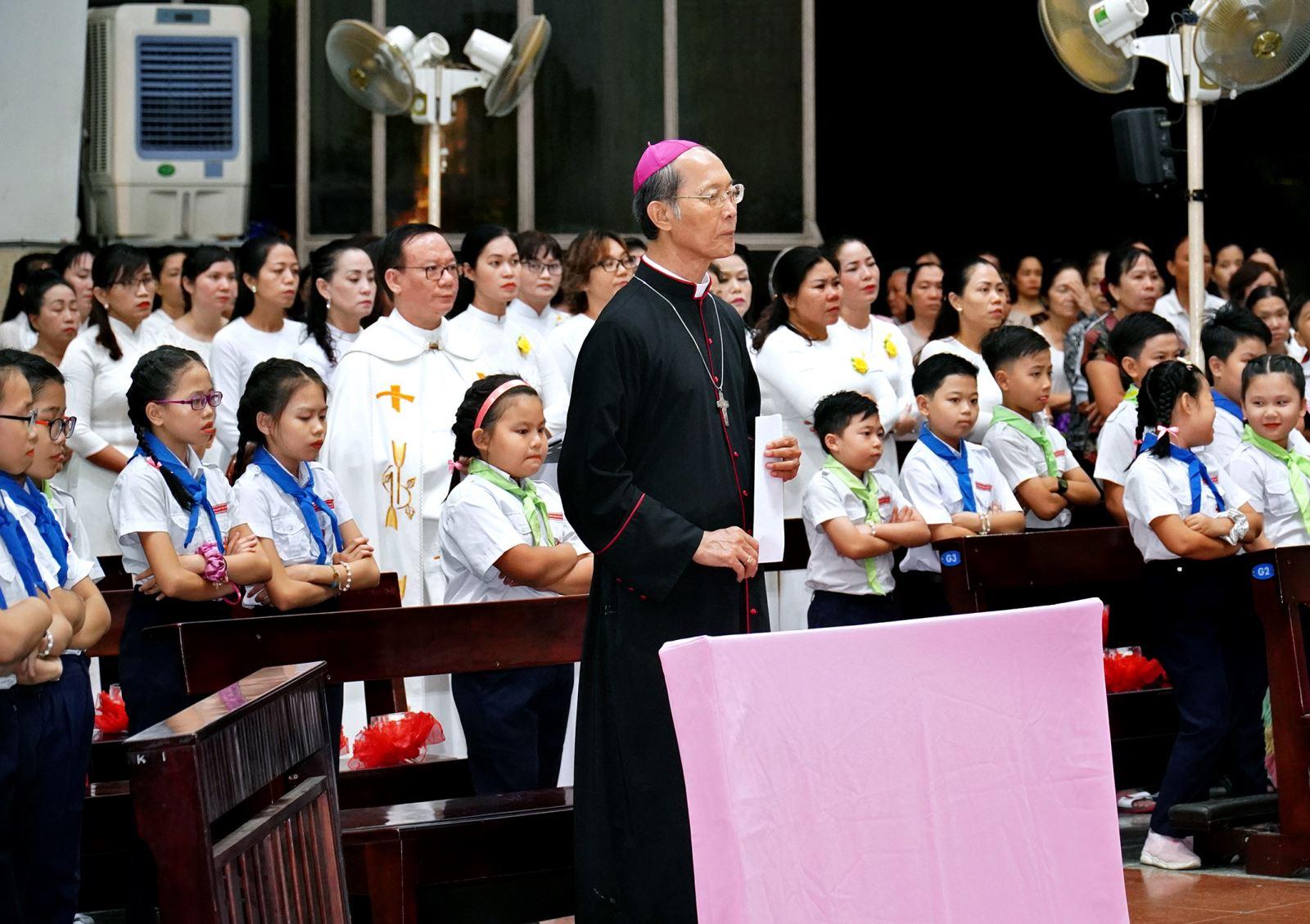 Giờ kinh Mân Côi (13/7) cầu nguyện cho các gia đình trong Giáo Phận.