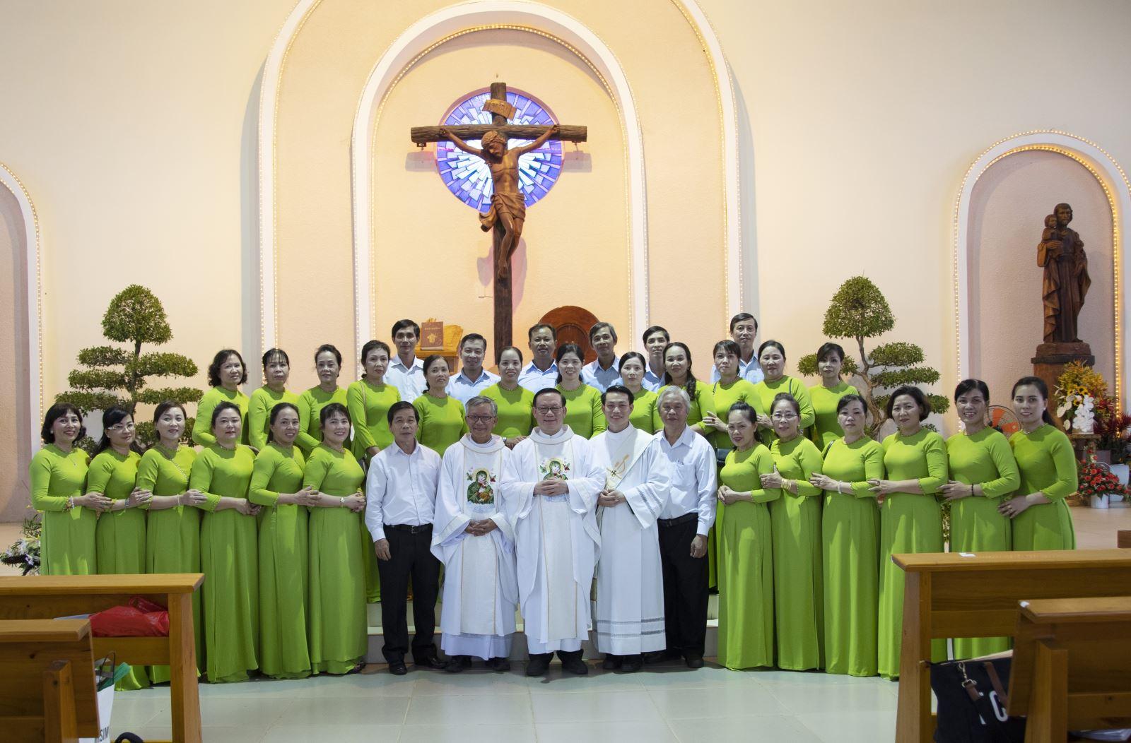 Giới Hiền Mẫu Giáo xứ Thánh Tâm Hành hương Đức Mẹ Núi Cúi dịp Bổn mạng
