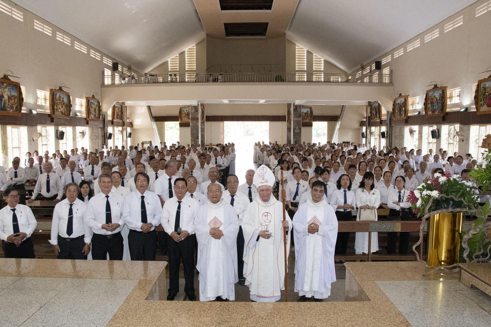 Đức Cha Giáo phận dâng Thánh Lễ mừng Bổn Mạng của Liên Huynh Xuân Lộc