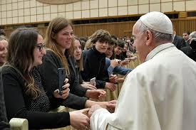 Đức Thánh Cha Phanxicô nói với những thanh thiếu niên: HÃY THOÁT RA KHỎI SỰ NGHIỆN NGẬP CÁI ĐIỆN THOẠI CỦA CÁC CON.
