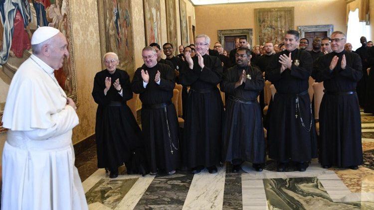 ĐTC Phanxicô: Tu sĩ Dòng Thương Khó Chúa Giêsu cần đọc ra những dấu chỉ thời đại