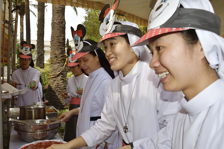 Truyền Thống Hội Dòng: Mừng Sinh Nhật thứ 62, cùng chung tiễn năm cũ, đón Xuân Mới