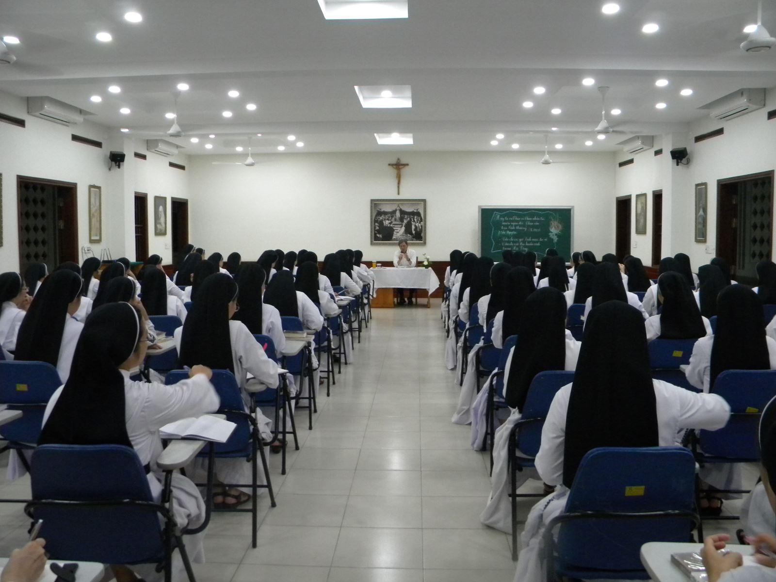 Học viện: Tam nhật thánh với Chúa và Hồng Ân Tuyên Khấn Lại 2020