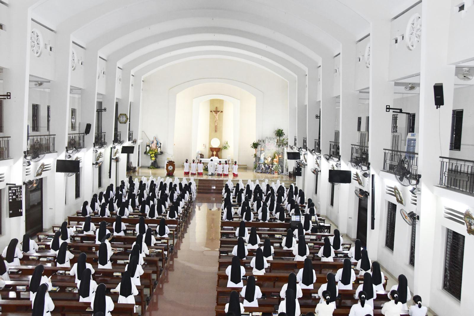 Hội Dòng đón Giao thừa- Năm Mới trong Chúa và trong nhau.