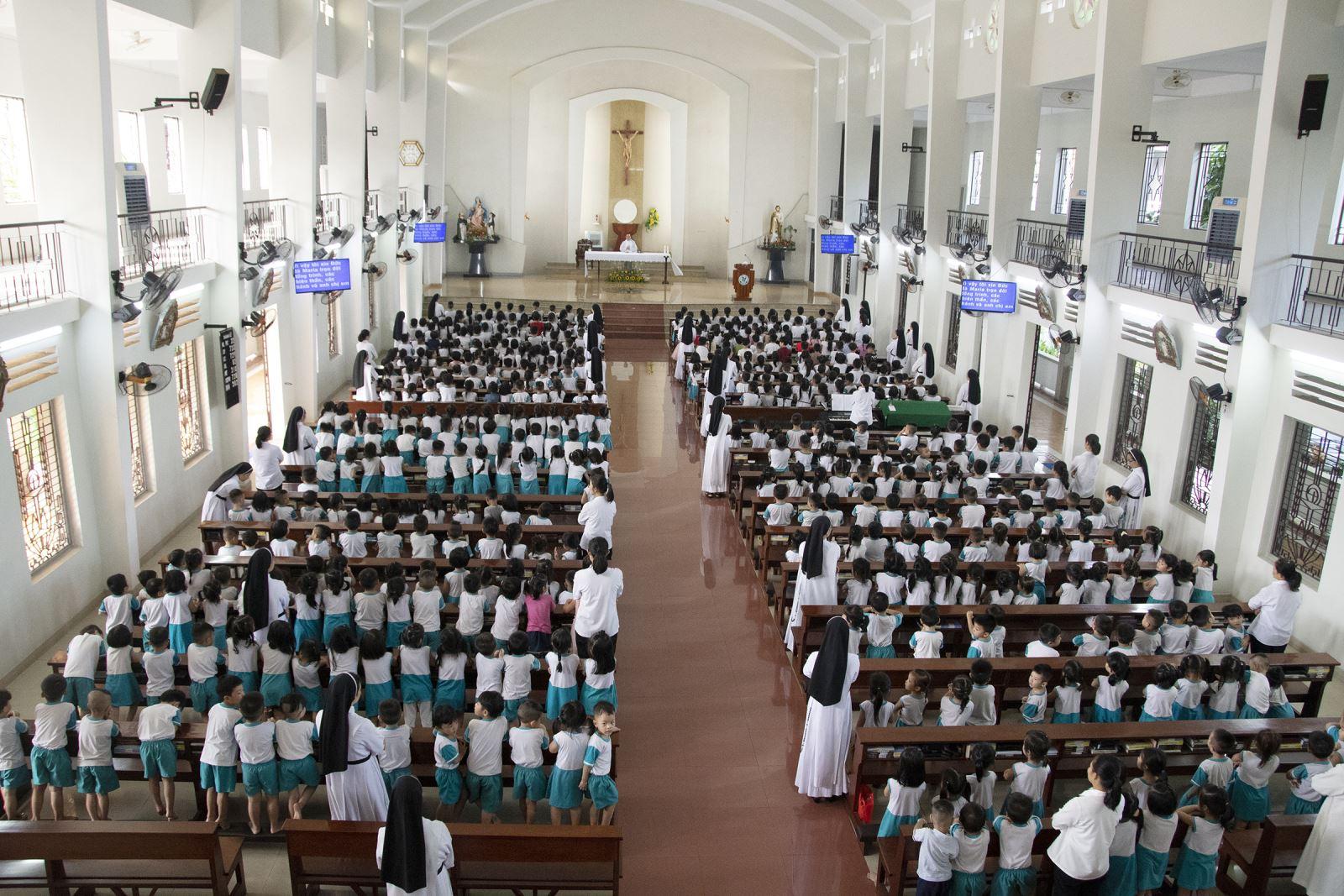 Mẫu Giáo Chân Lý: Mừng Trung Thu các bé bằng Thánh Lễ
