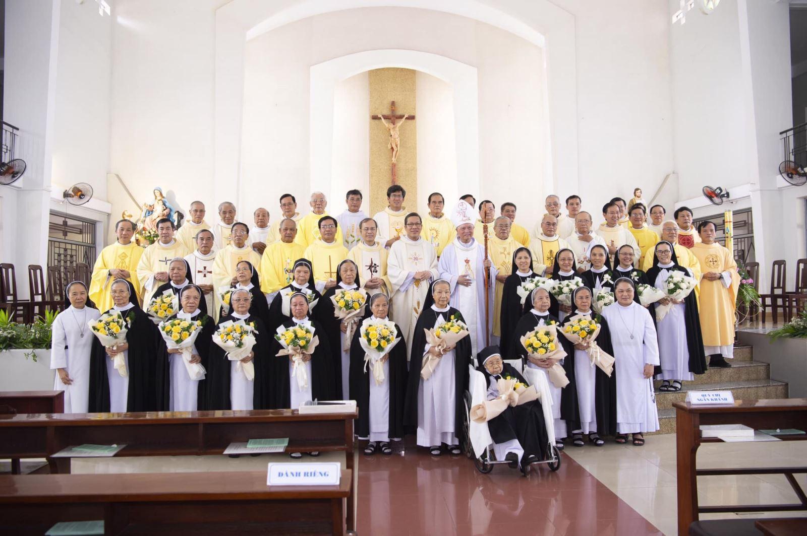 Thánh Lễ Tạ ơn mừng Ngọc Khánh, Kim Khánh và Ngân Khánh Khấn Dòng của quý Chị